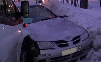 В Йошкар-Оле произошло ДТП с участием пассажирского микроавтобуса